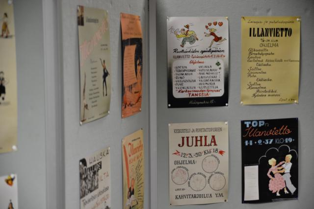 Paikalle oli tuotu Helsingin työväenopiston iltama- ja tapahtumajulisteita 40-, 50- ja 60-luvuilta.