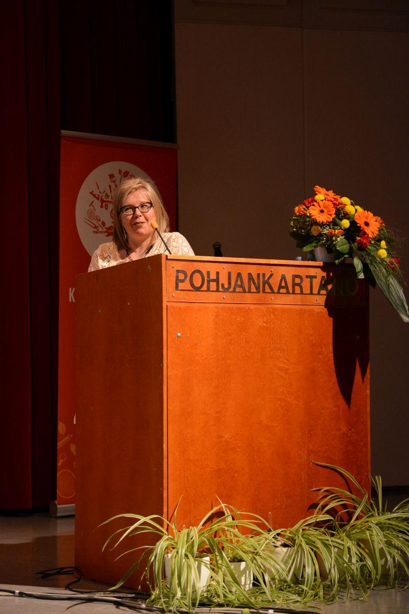 Oulu-opiston puolesta liittokokousedustajat tervetulleiksi toivotti rehtori Outi Lohi.