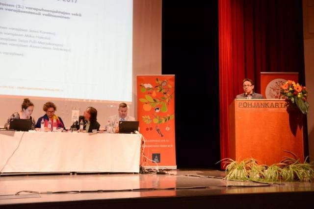 Kokouksessa äänestettiin kaikista luottamustehtävistä. Tässä oman esityksensä liiton varapuheenjohtajaksi teki Karstulan kansalaisopiston rehtori Hannu Patamaa.