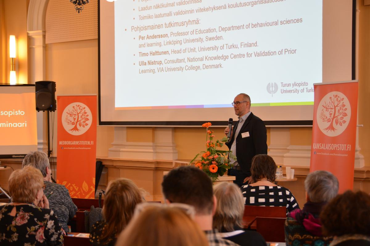 Turun yliopiston Brahea-keskuksen yksikönjohtaja Timo Halttunen esitteli pohjoismaista laatumallia validoinnin tukena.