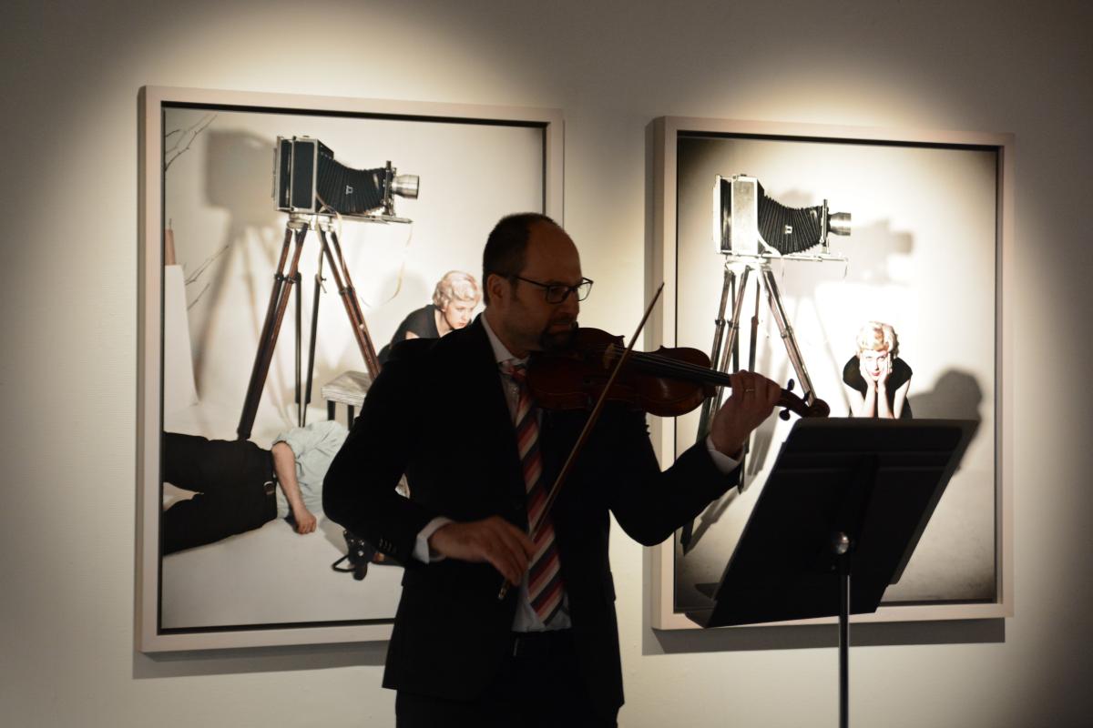 Kaupungin vastaanotolla esiintyi Vaasa-opiston opettaja, viulisti Toivo Rolser.