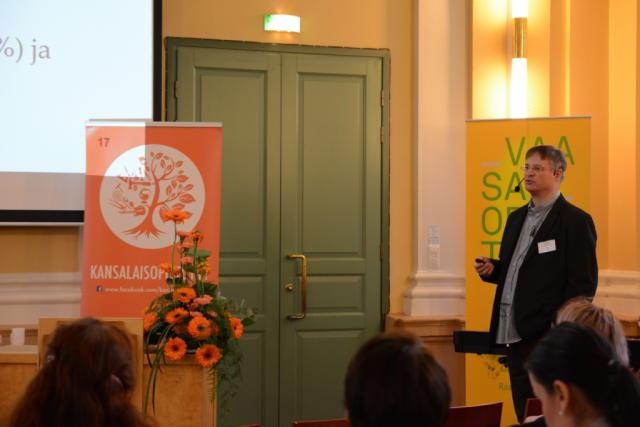 Tammiseminaarin jälkimmäisen päivän aloitti Itä-Suomen yliopiston aikuiskasvatustieteen professori Jyri Manninen puhumalla kansalaisopisto-opiskelun sosiaalisesta tuottavuudesta.