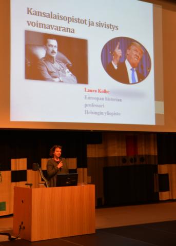 Euroopan historian professori Laura Kolbe päätti seminaarin puheenvuorollaan sivistyksestä ja kansallisesta sivistysidentiteetistä.