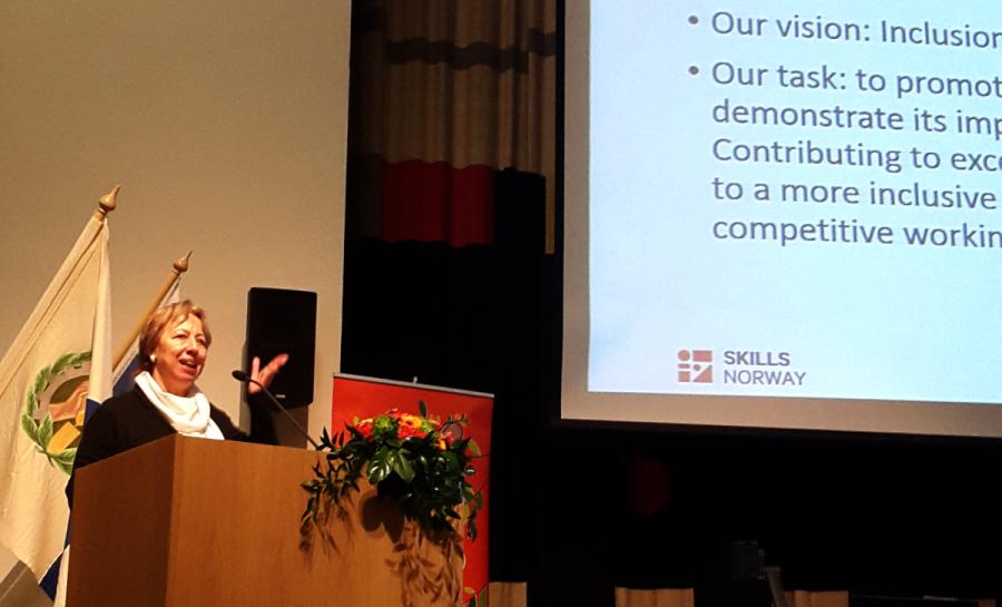 European Basic Skills Network EBSN:n puheenjohtaja Graciela Sbertoli puhui aikuisten perustaidoista.
