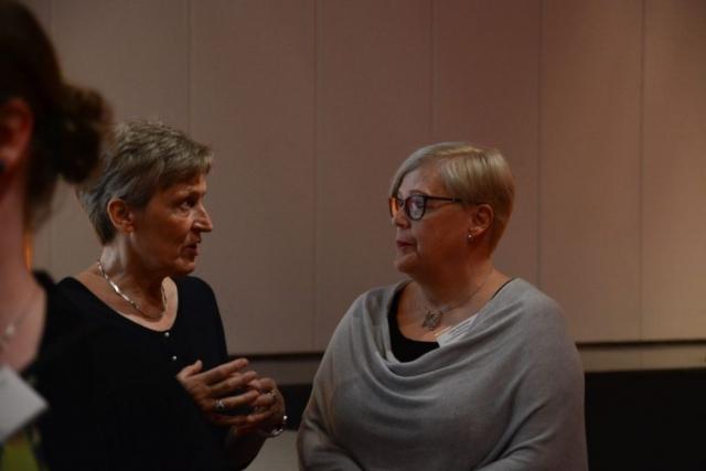 Entinen kansanedustaja ja sivistysvaliokunnan varapuheenjohtaja Inkeri Kerola sekä KoL:n väistyvä puheenjohtaja Liisa Vornanen