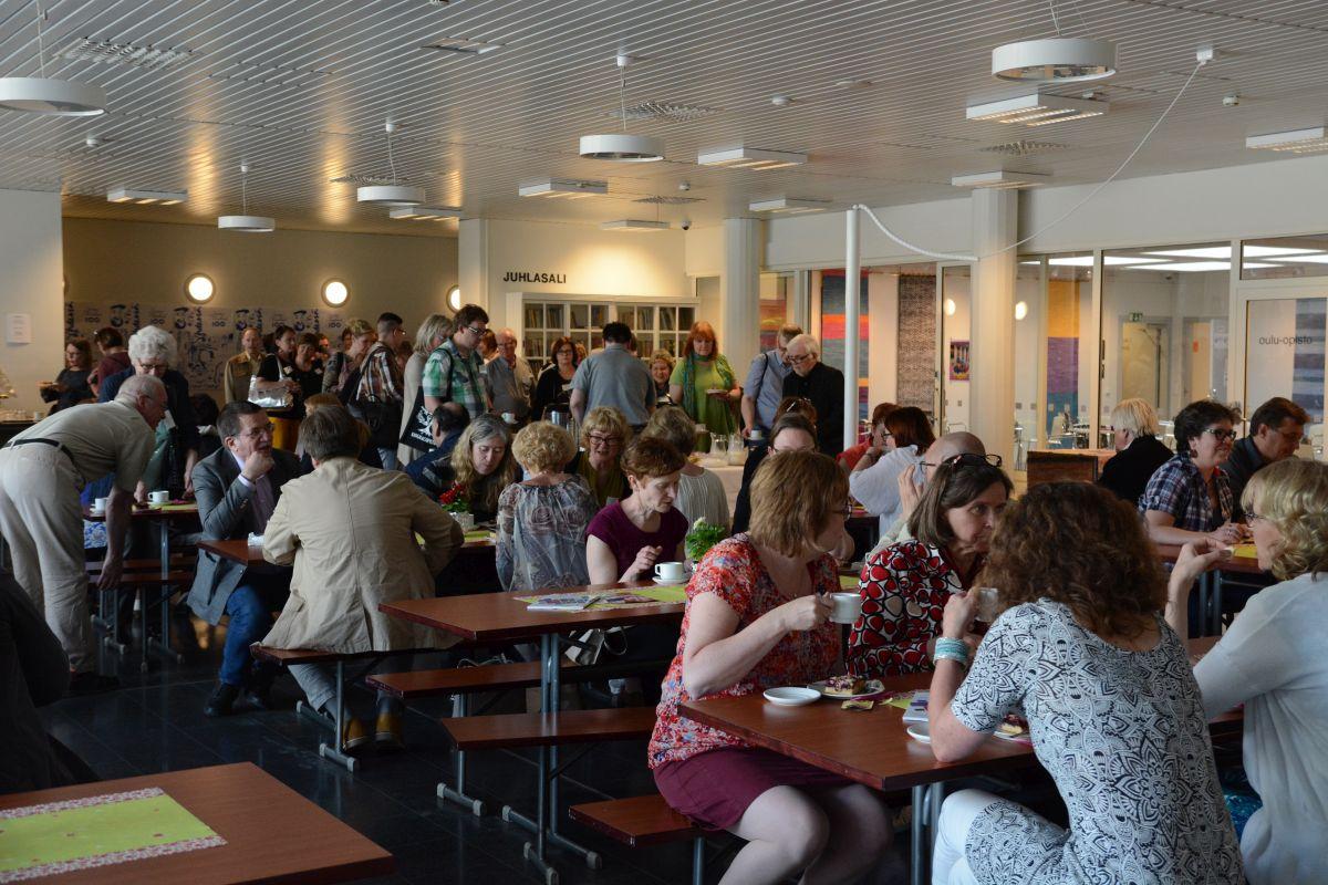 Seminaaritarjoiluista vastasi Oulu-opiston opiskelijat ry.