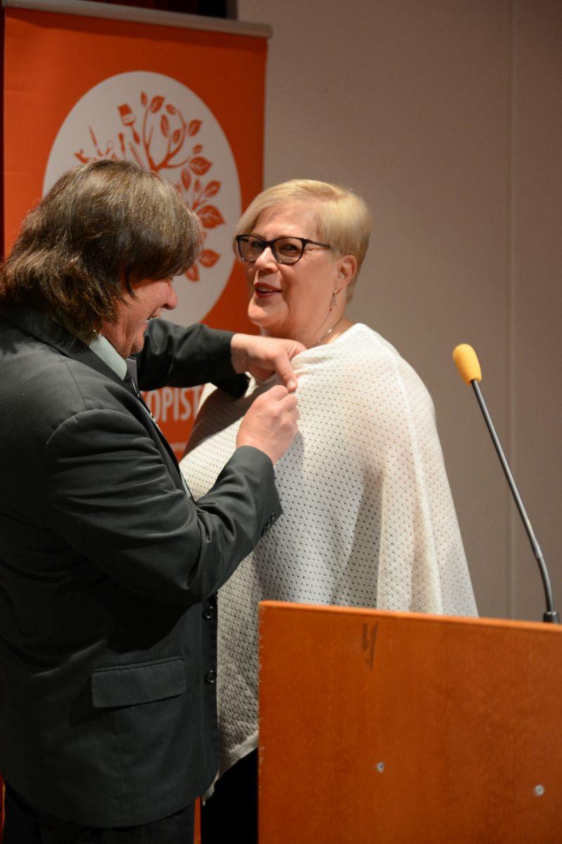 10 vuotta liiton puheenjohtajana toimineelle Liisa Vornaselle myönnettiin liiton 49. kunniamerkki.