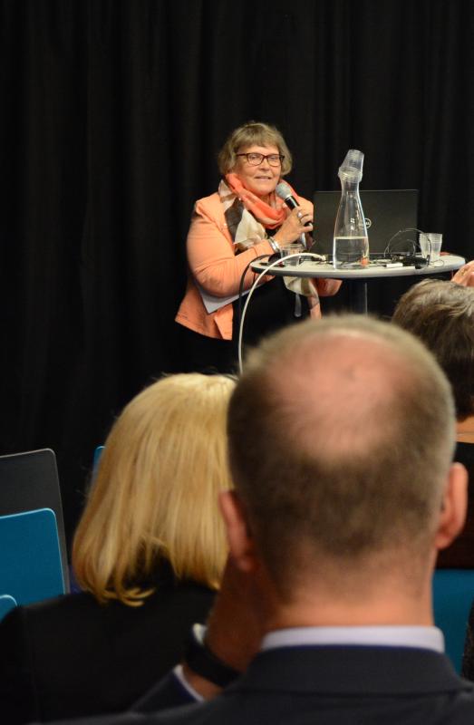 HT, Tampereen yliopiston dosentti Kaija Majoinen puhui kansalaisopiston roolista tulevaisuuden kunnassa.