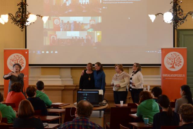 Kaksipäiväisen seminaarin päätteeksi kuulimme vielä Vaasa-opiston esittämänä Jorma Eton Suomalainen-runon sekä siitä tehdyn pastissin.